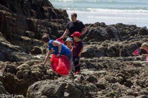 Beach clean up volunteers